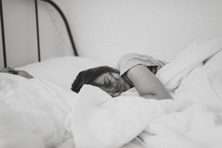 What is The Best Sleep Position: The Truth
